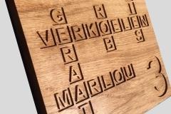 Naambord-eikenhout-met-lettervakken