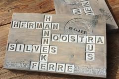 Naamborden steigerhout met lettervakken