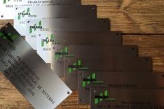 Graveren in RVS Identificatie tags met logo s